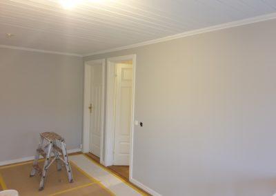 Målning paneltaket och väggar övre hall.