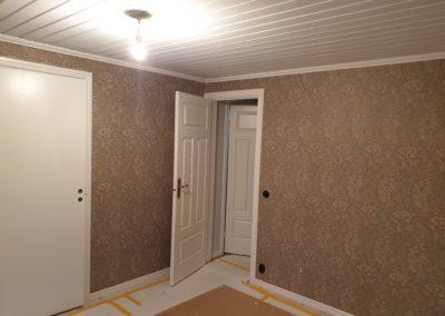 Tapetsering av sovrum med Sanderson Morris tapeter.